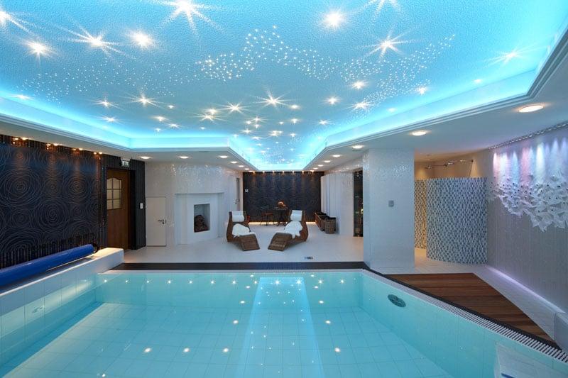 Типы освещения для бассейнов