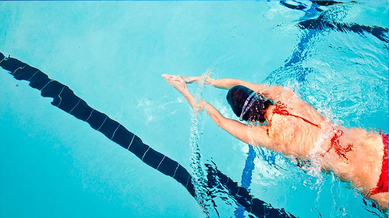 Упражнения в бассейне для фигуры и настроения