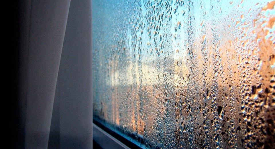 Почему потеет пластиковое окно дома