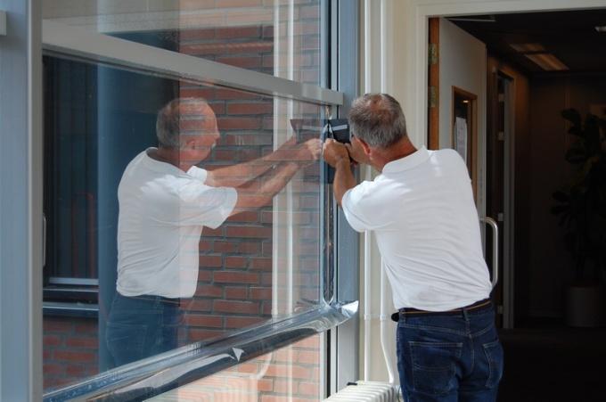 Замена оконного стекла своими руками