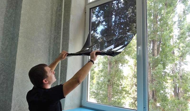 Как затонировать окно в квартире своими руками