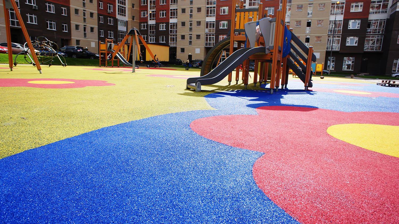 Уход за резиновым покрытием на детских площадках